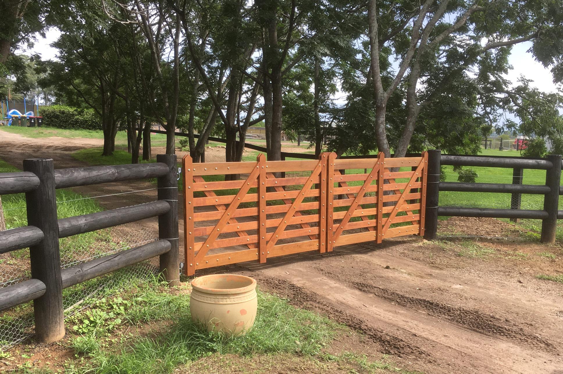 Mirbau Double Gates
