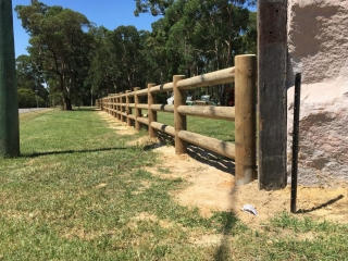 Colonial-Post-and-3-rail-with-200mm-posts